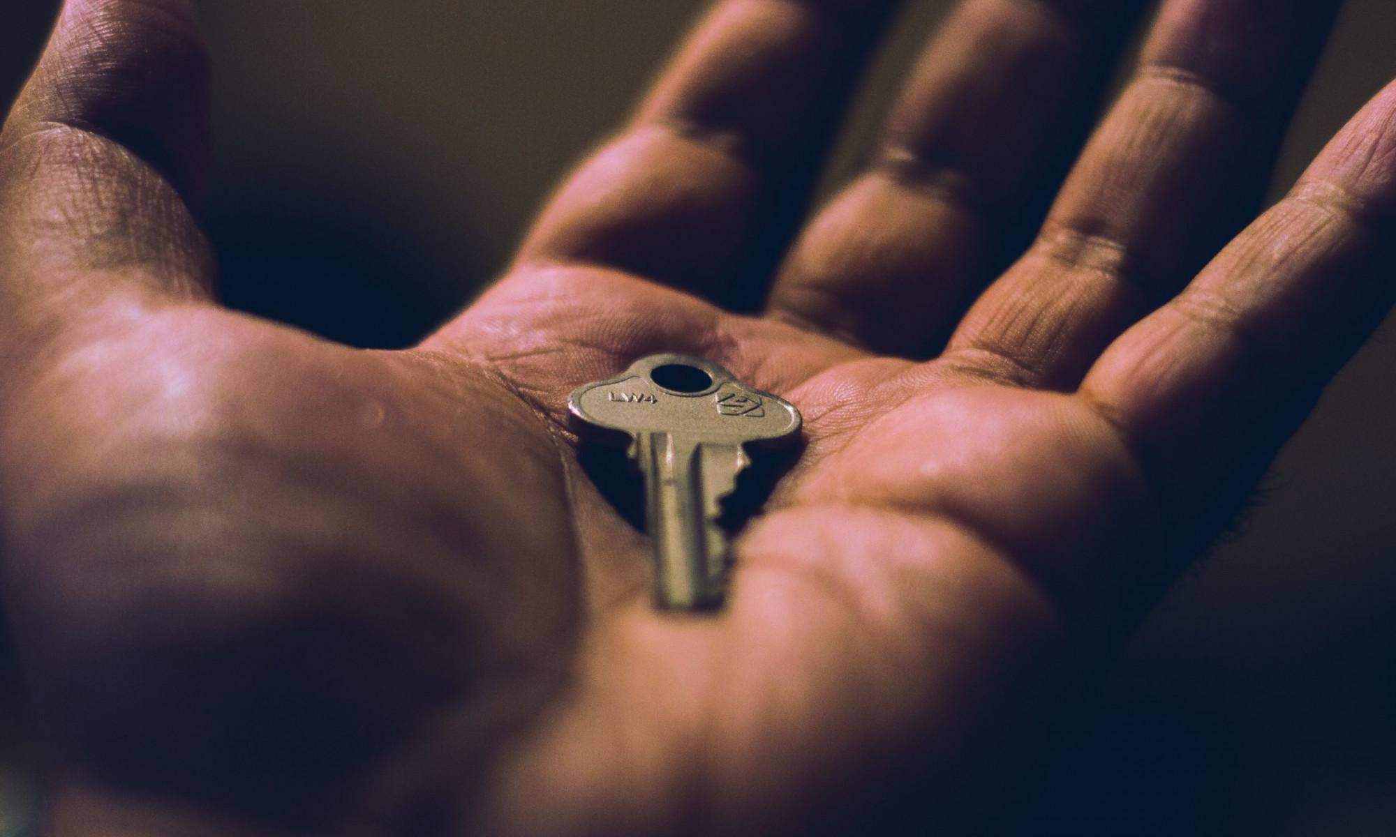 Schlüssel in einer Hand