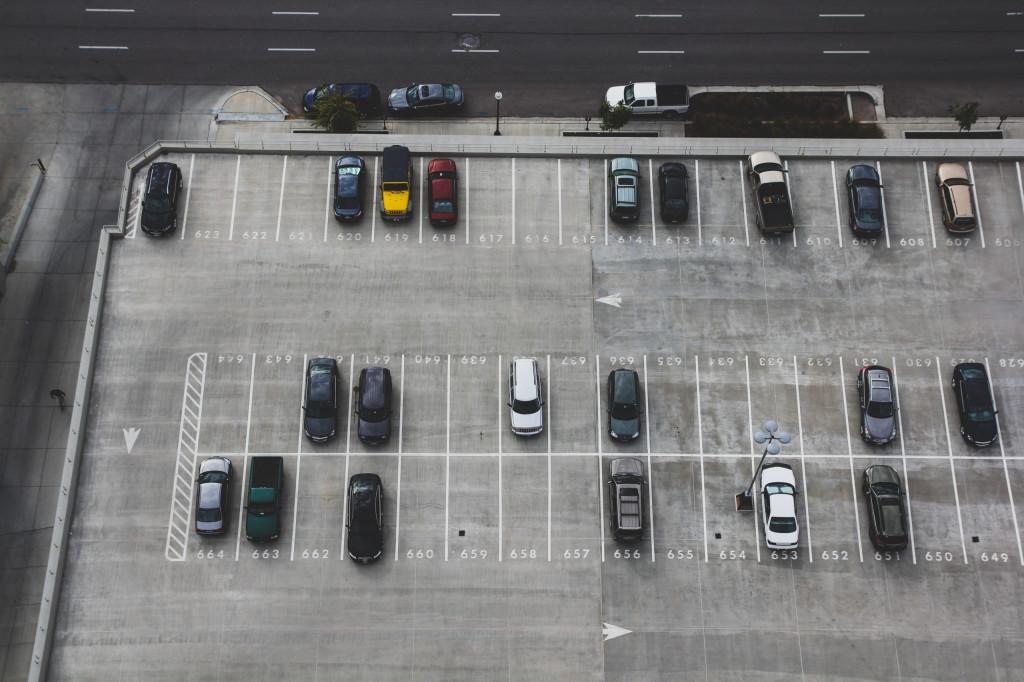 Vogelperspektive auf Parkplatz