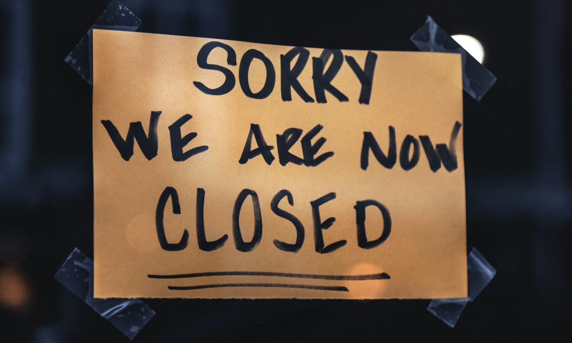 "Schild ""sorry we are closed"""